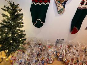 ちばアフターケアネットワークステーションと児童養護施設ほうゆう・キッズホームにクリスマス・メッセージカードとプレゼントをお届けしました☆彡