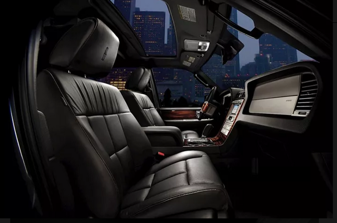Lincoln MKT Town Car 5.PNG
