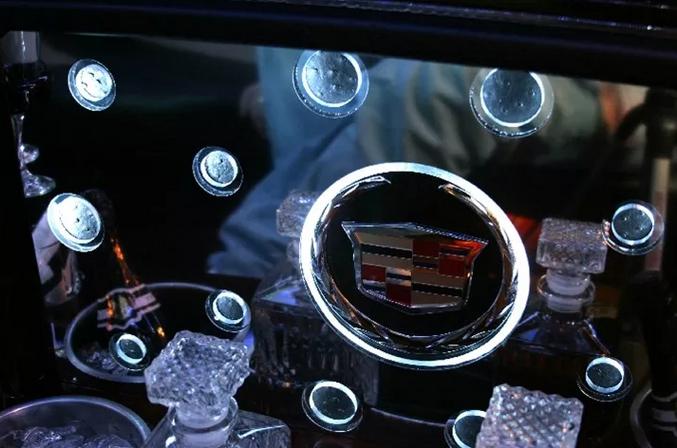 Cadillac Escalade Limo 3.PNG