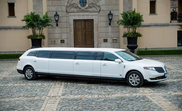 stretch Lincoln MKT 7.PNG