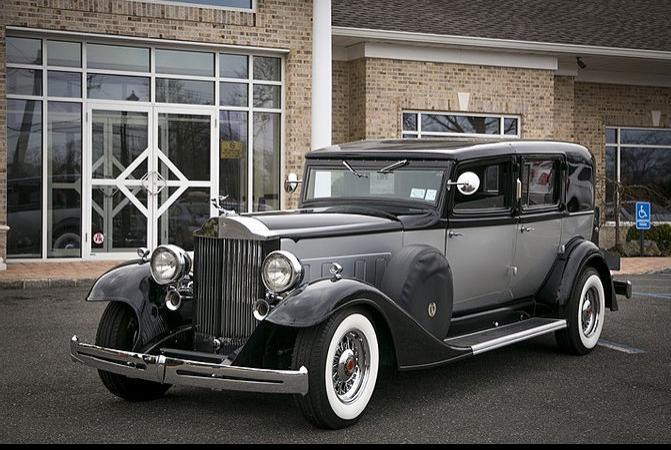 Black 1933 Packard Presidential 3.PNG