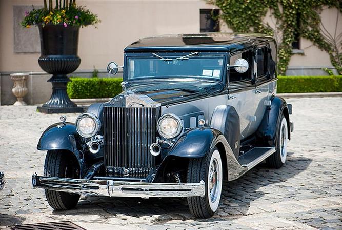 Black 1933 Packard Presidential 5.PNG
