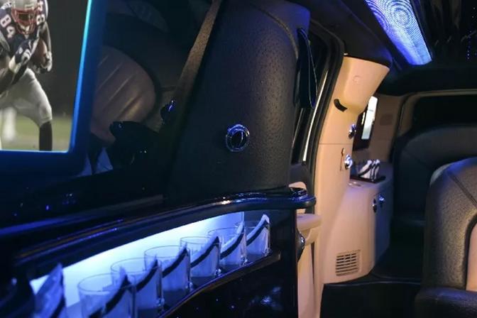 Cadillac Escalade Limo 5.PNG