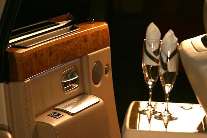 Rolls-Royce Phantom V Limousine 4.PNG