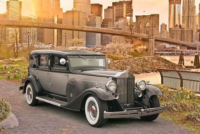 Black 1933 Packard Presidential.PNG