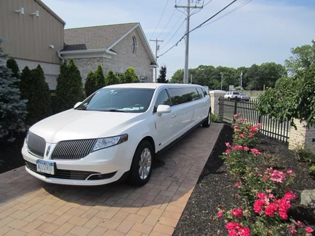 stretch Lincoln MKT 5.PNG