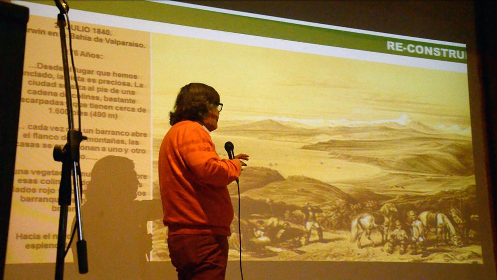 El profesor Luis Alvarez en su exposición.