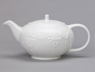 MadeInB_PLum-Mead-Teapot-3.jpg