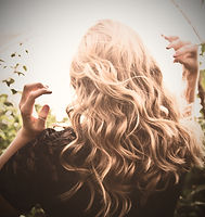 Blond%20Wavy%20Hair_edited.jpg