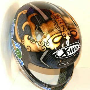 Aerografia caschi, foglia oro, verniciatura, helmet design, grafiche personalizzate, studio grafico fox race design