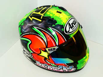Aerografia caschi, verniciatura, helmet design, grafiche personalizzate, studio grafico fox race design