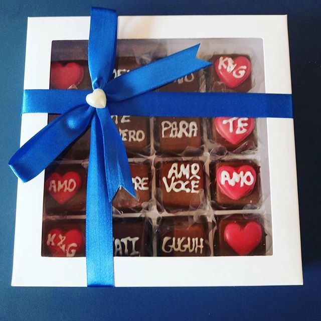 😍😘💑Tem casal trocando presentes hoje! _Caixa de bombons (16 ou 20 unidades) prestigiar 4 sabores