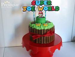 🌷🍄🏰 Bolo de kitkat, recheio de ninho com nutella ao estilo de Super Mario World, para o aniversár
