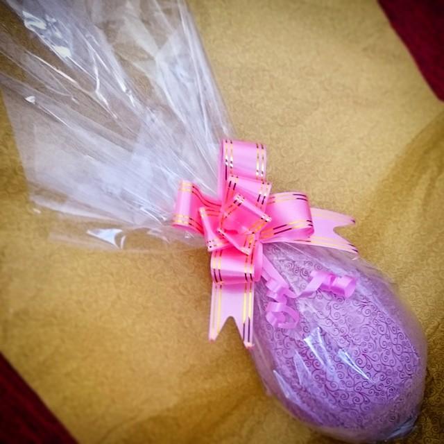 Saindo um ovo de 500g recheado de brigadeiro com nozes #prestigiar #ovos #Pascoa #Brigadeiro #nozes