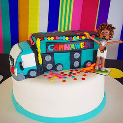 🎉🎊🎈Mais bolo com tema de Carnaval_ Si