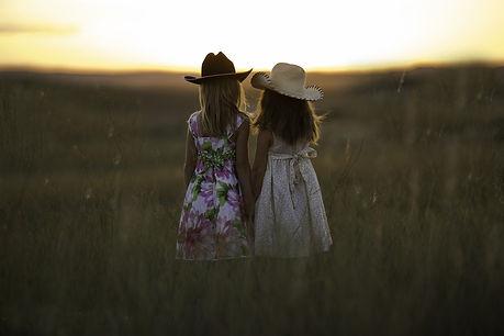 Enfants filles nature.jpg