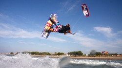 bigpreview_kiteboarding-unhooked-jump