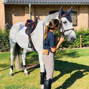 Jessica Springsteen steps out in our equestrian hip clutch like a (girl) boss!