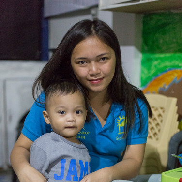 young-mother-tondo-manila-philippines
