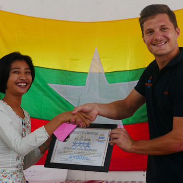 youth-graduation-volunteer-lp4y-yangon-m
