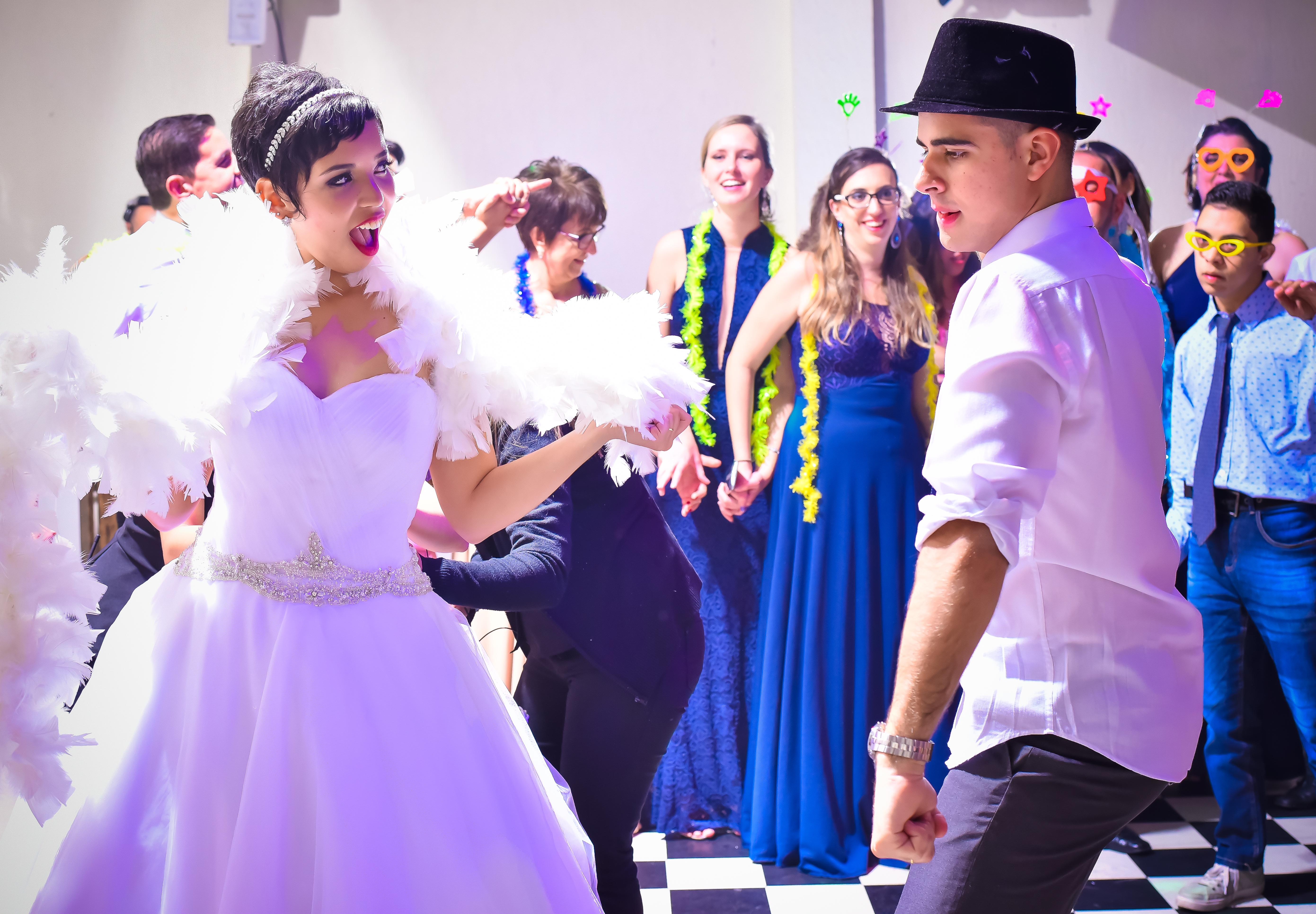 Noivos Dançando