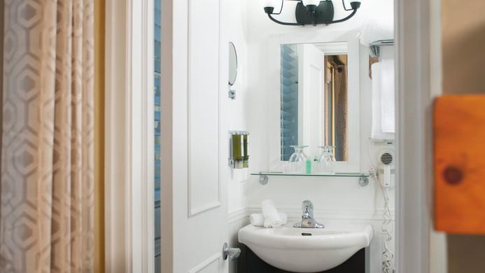 Edgewood Bathroom 900.jpg