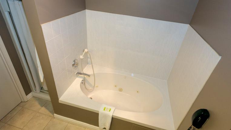 Maplewood Tub Shower 900.jpg