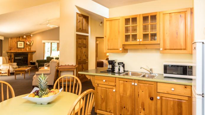 Pinewood East Kitchen Living Bedroom vie
