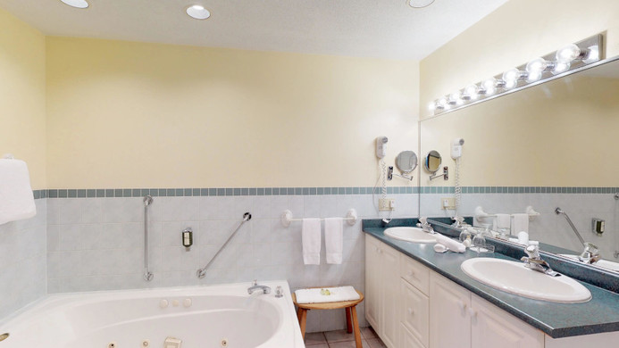 Pinewood East Bathroom.jpg