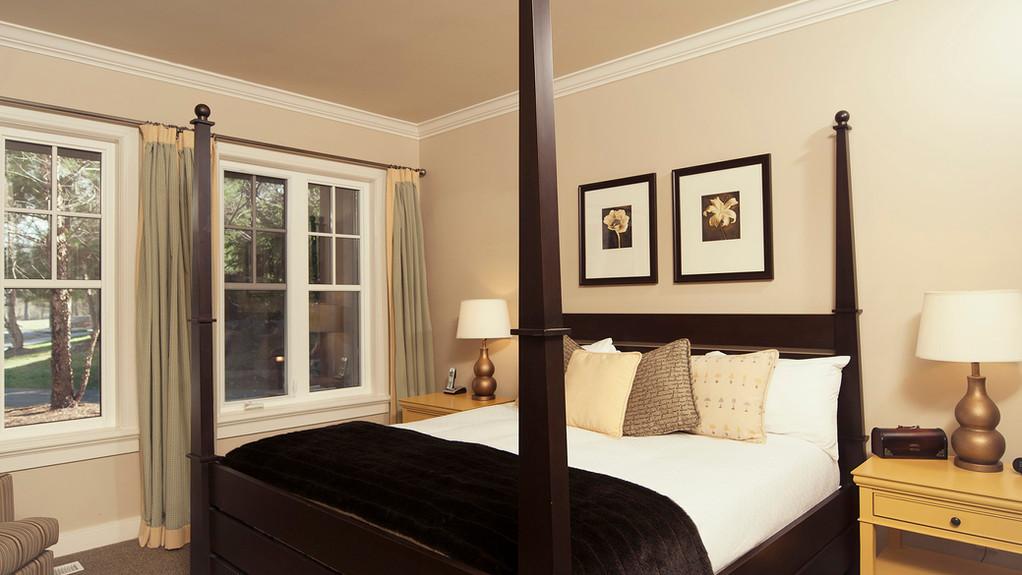 muskoka-resorts-4bed-cottage.jpg