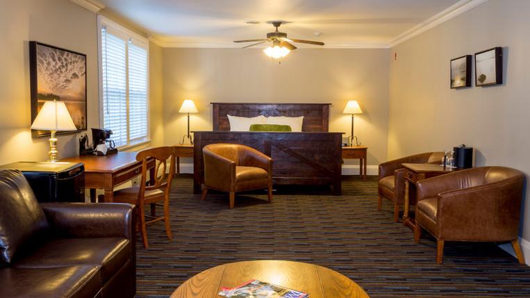 Inn Room Suite 900.jpg