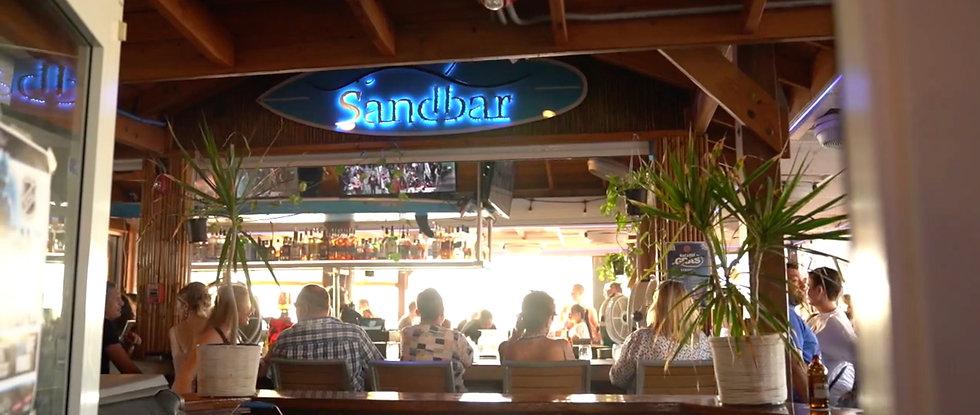 grand-cayman-restaurants-cayman-entertai