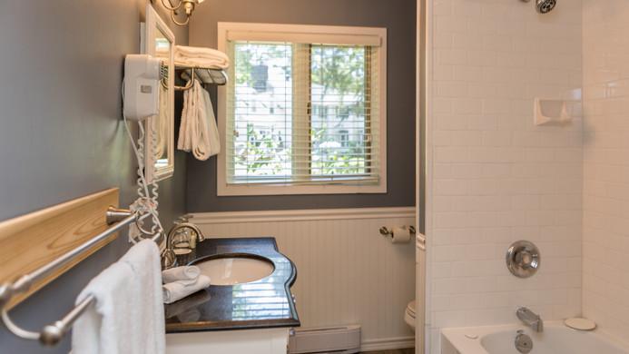Pinewood West Bathroom 900.jpg