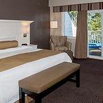 room-premium-maplewood.jpg
