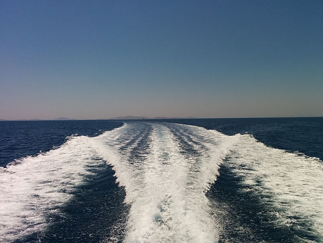 Slipstream of the Yacht arround Mykonos