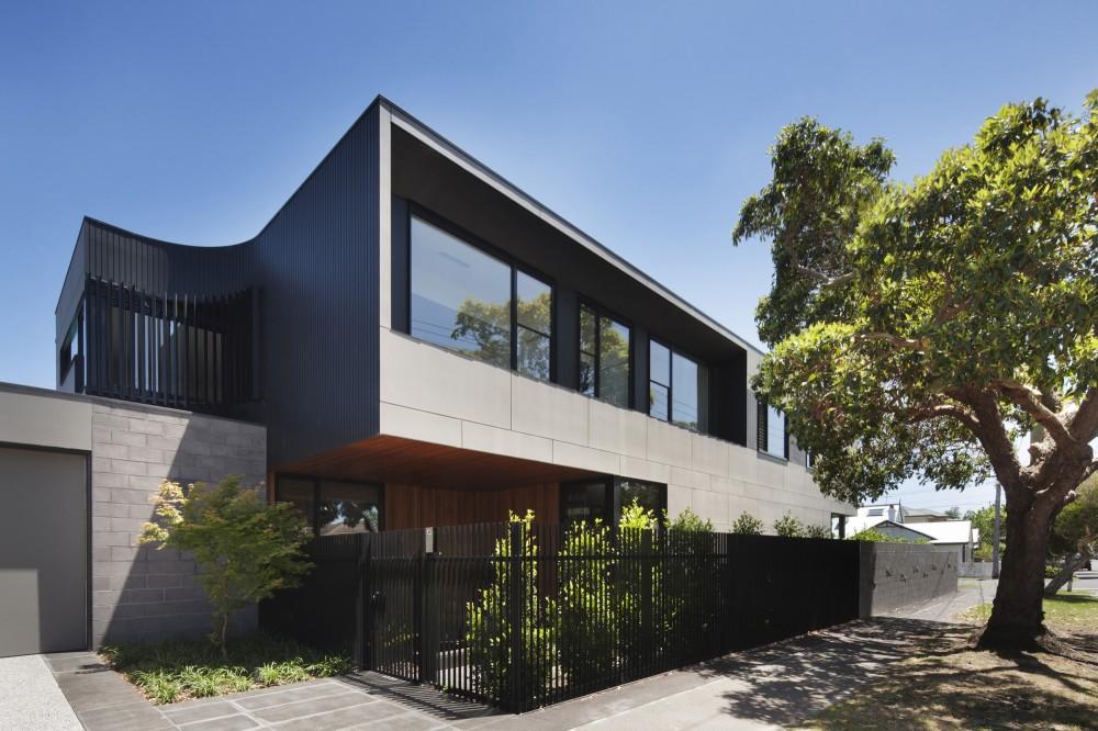 MACASAR corner house