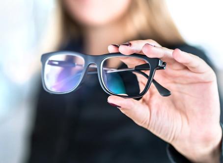 אחרי גיל 40 וסובל מבעיות ראיה? הפתרון להידרדרות בראיה בעזרת עדשה חכמה!