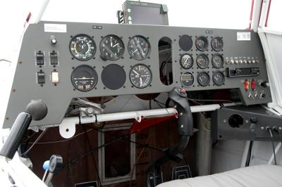 Fairly straight forward cockpit, with the GPS on top of the instrument panel.