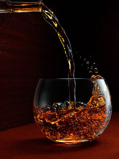 Whiskey-Pour-in-Round-Glass-1b.jpg