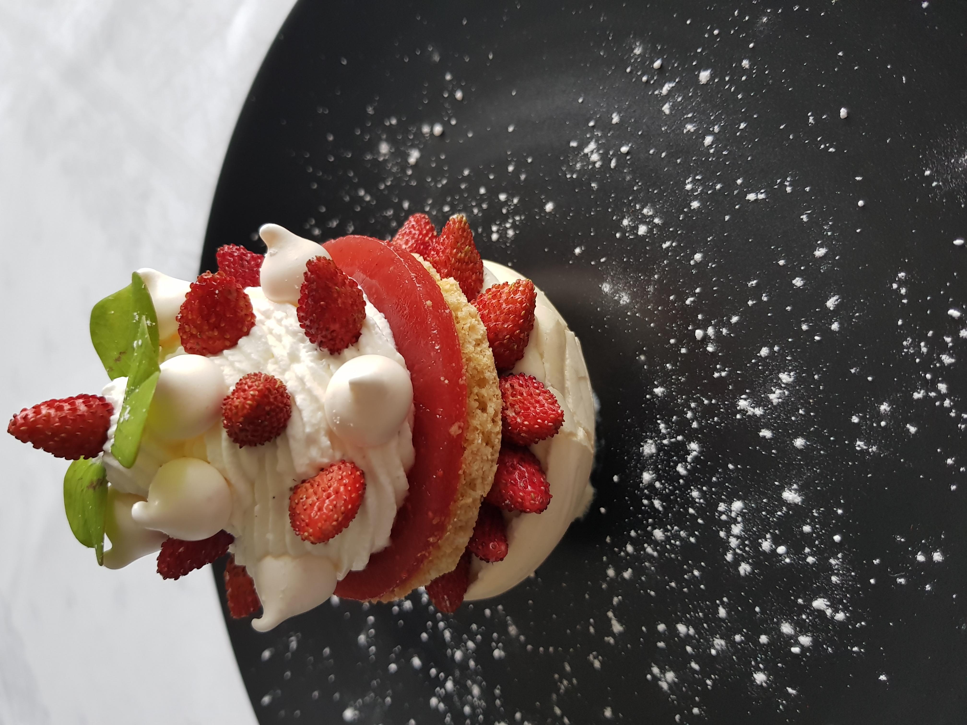 Pavlova fraises des bois
