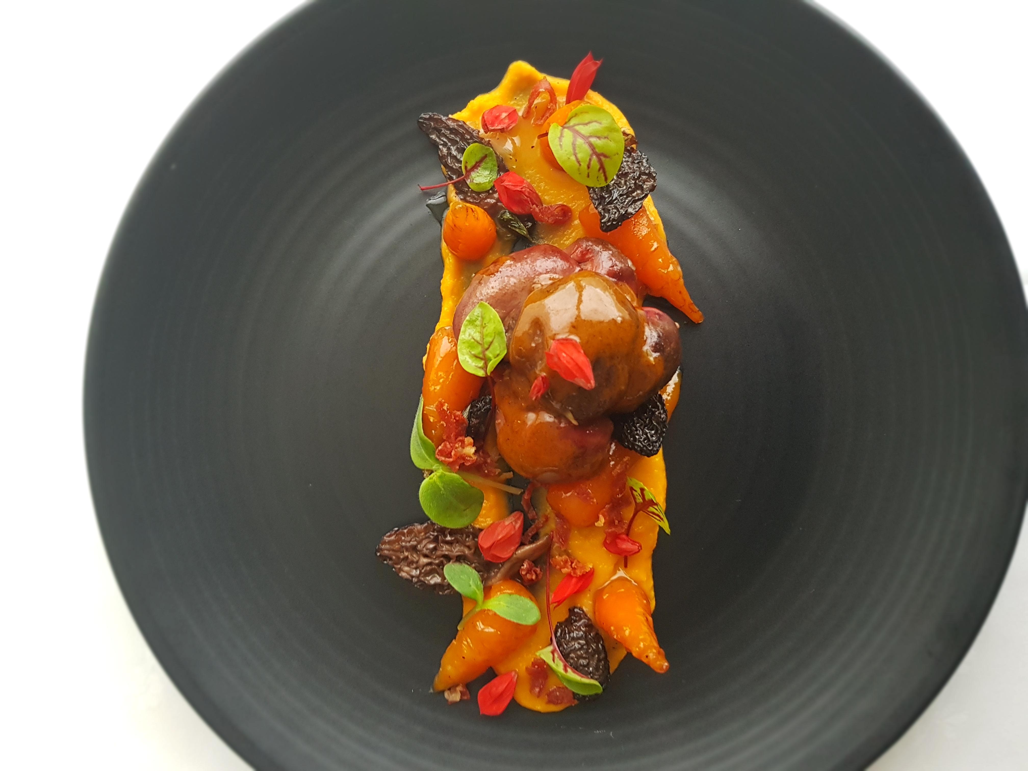 Rognons braisés, carottes et morille
