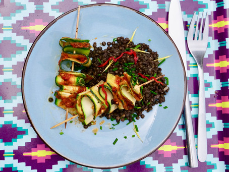 Zucchini-Skewers on Beluga Lentil Salad (vegan)