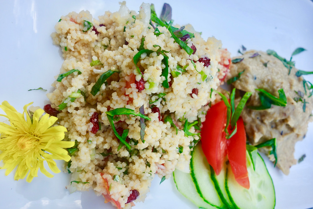 Taboulé with wild herbs and Moutabal