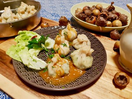 Momo mat Kale (grénge Kabes) a Mispelzooss (vegan)