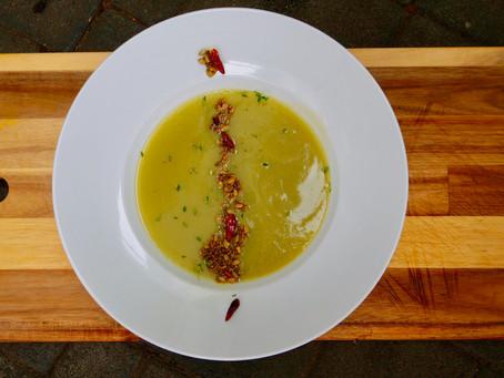 Einfach Brokkolizëppchen mat Currykären (vegan)