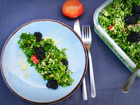 Parsley-Salad with Blackberries