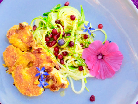 Cauliflower schnitzels with a fruity zucchini salad (vegan)