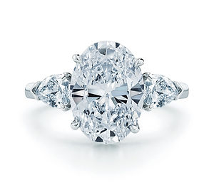 weddings-2012-11-sparkly-engagement-ring