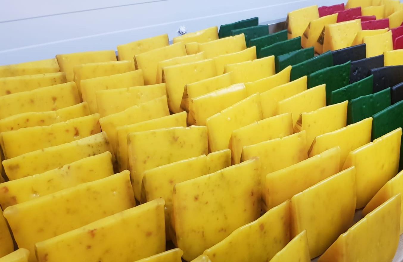 Ievas siers 2 gabaliņi (Pesto un Amoliņu sēklu) (6 €)