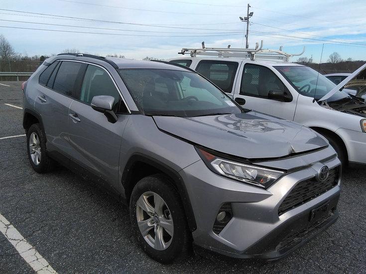 LOT - 100998 -2020 Toyota RAV4 XLE